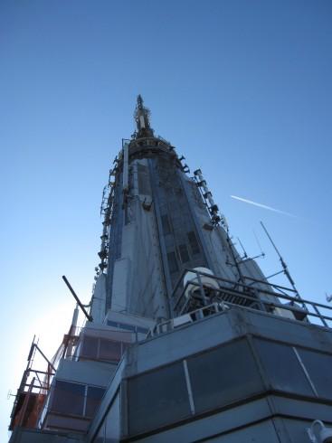 エンパイア・ステートビル外部展望台から見上げるてっぺん