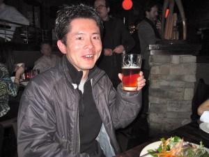 ビールでご機嫌のJohnnyの図