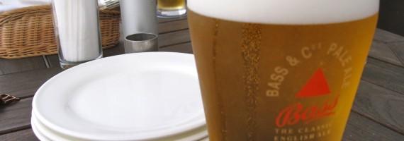 海風とビールと友人。人生の幸福