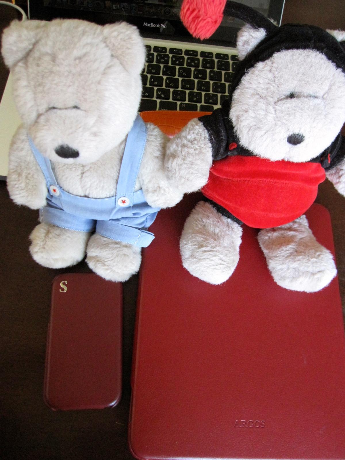 ハロちゃん(左、HOPE!でおなじみ)iPhone派、テンちゃん(右)iPad派