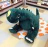 札幌市郊外くすみ書房こどもの本コーナーでがんばる恐竜くん