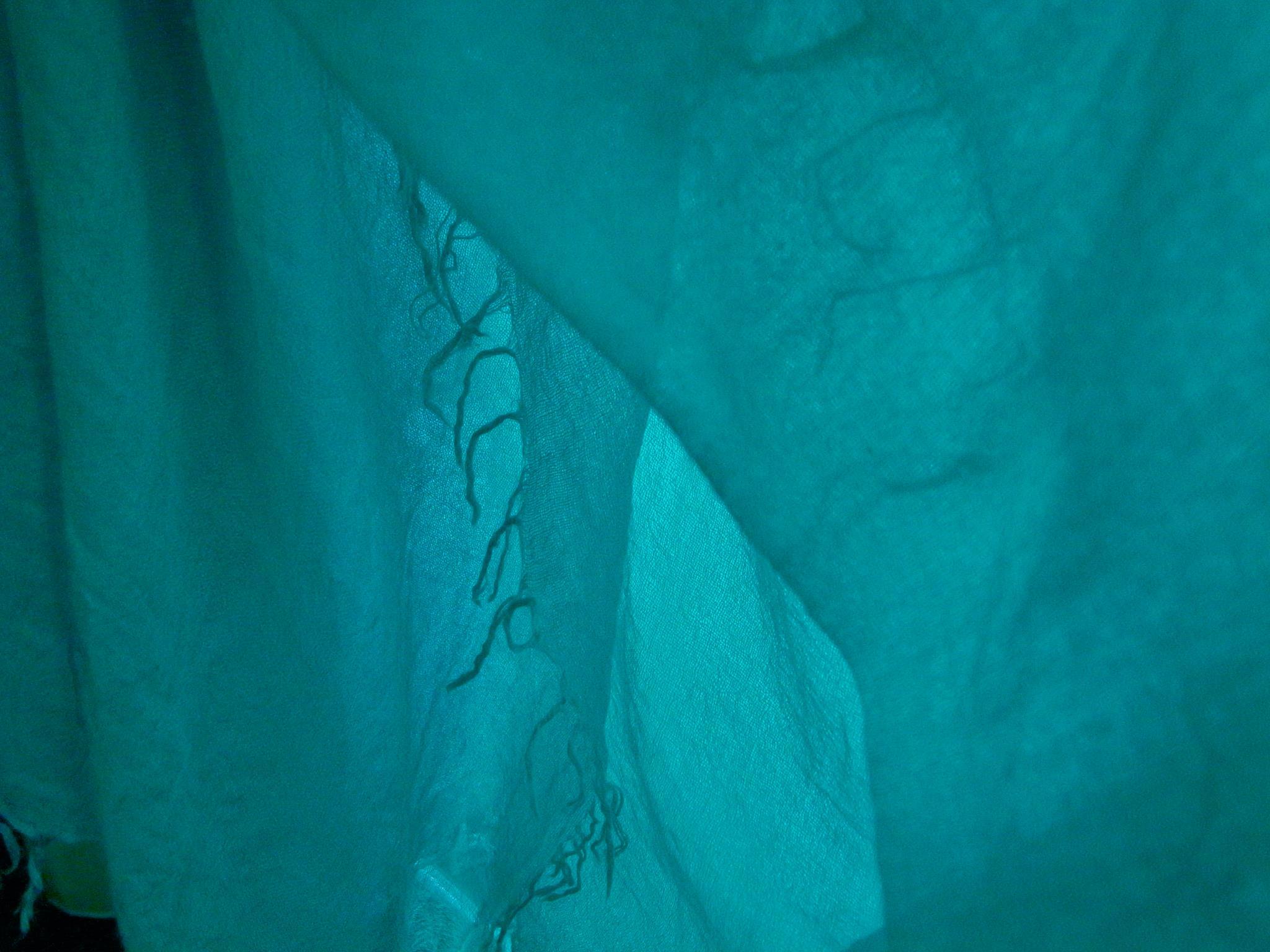 奄宇海色・海の底にある宇(そら)の色 - 奄美大島・古仁屋の海の色