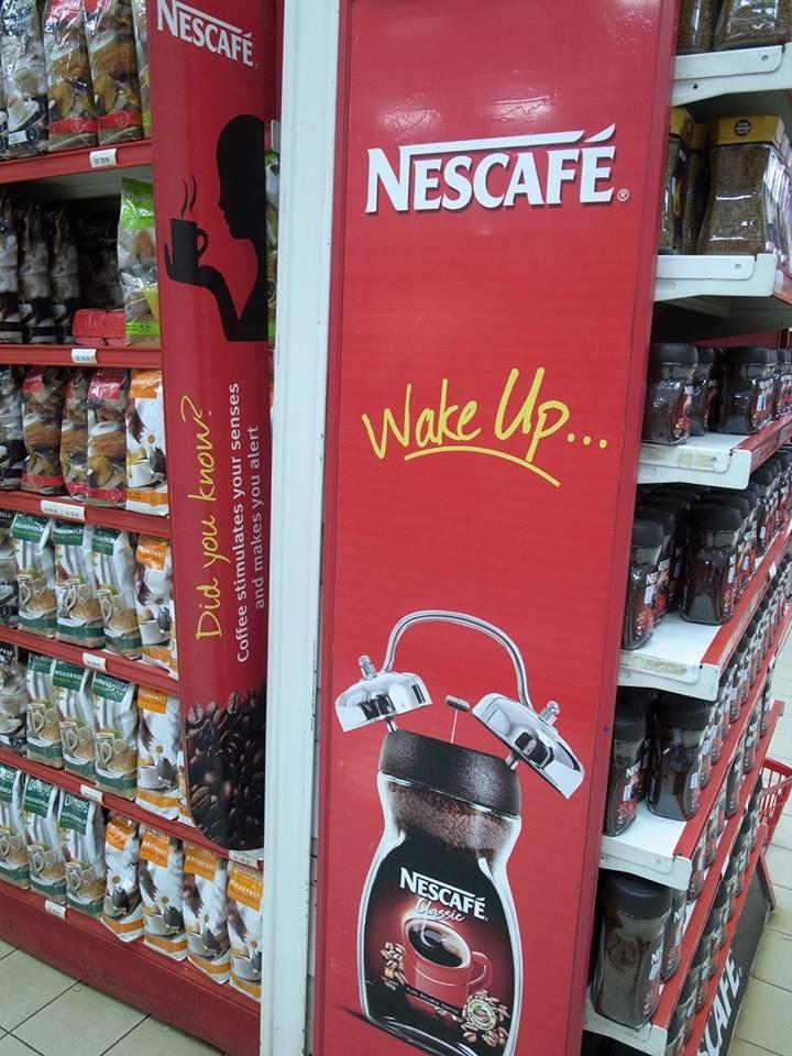 「ネスカフェでスッキリ目覚めを買おう!」ナイロビのスーパーマーケットにて (c)柘植朋紘さん
