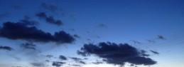 詩的な空の蒼、青、碧を見るだけでも価値あり